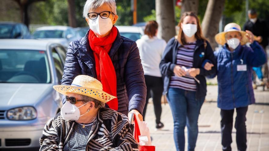 Los residentes de Savia salen de paseo a la calle más de un año después tras ser vacunados