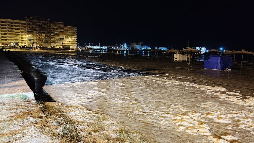 Santa Pola se ve afectada por un 'meteotsunami' que provoca inundaciones en la ciudad