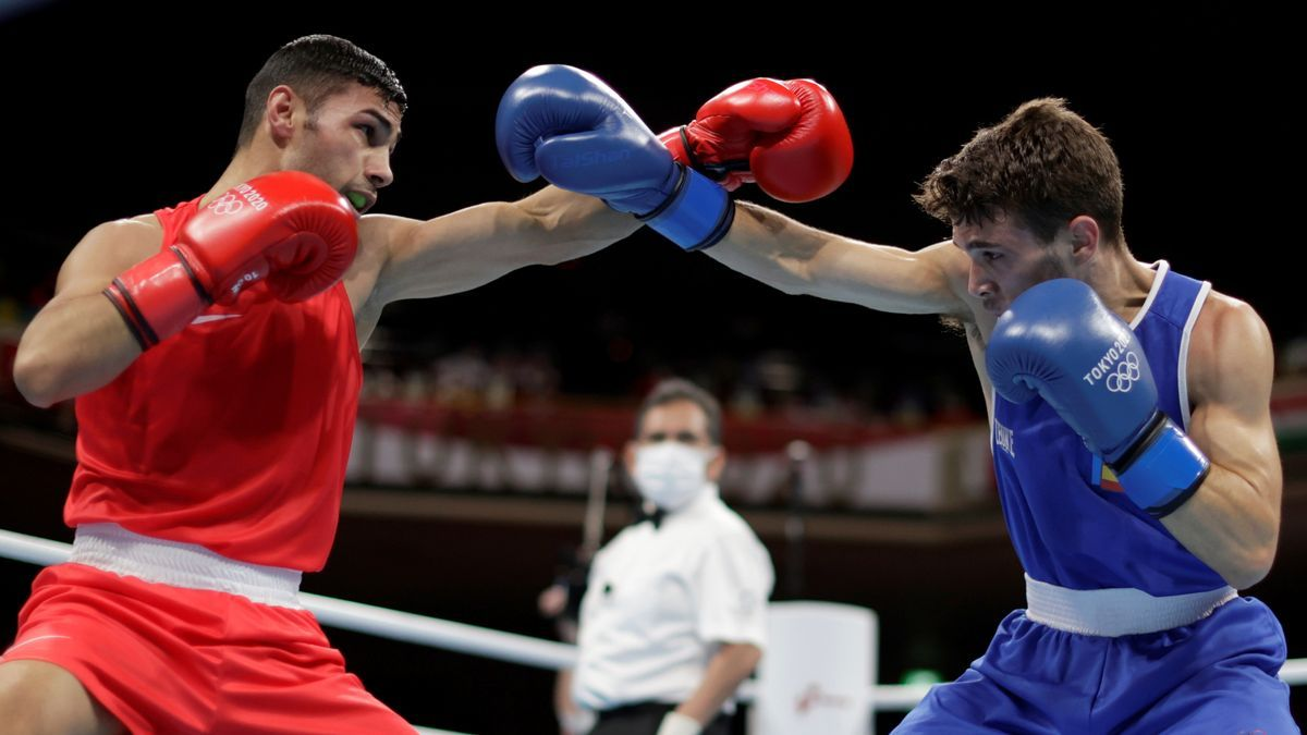 El español Gabriel Escobar vence al búlgaro Asenov.