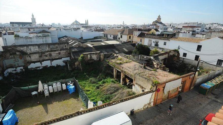 Los vecinos de San Agustín urgen al Ayuntamiento a convertir en aparcamientos dos solares del barrio