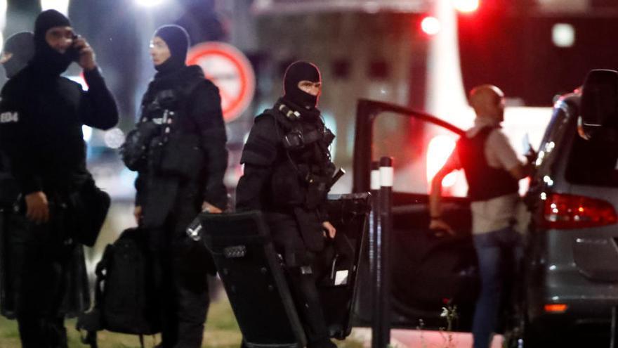 Una toma de rehenes en un banco de Francia acaba con el arresto del secuestrador
