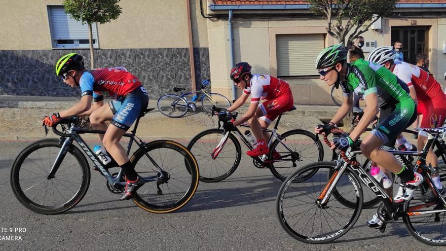 Sergio López acarició la victoria en carrera ciclista de La Bañeza