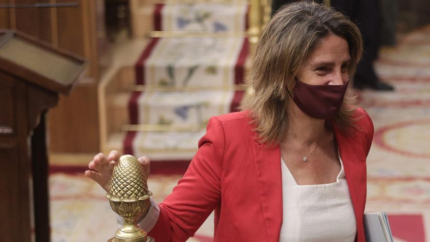 El recibo debe bajar 11 euros al mes para que Sánchez cumpla su compromiso