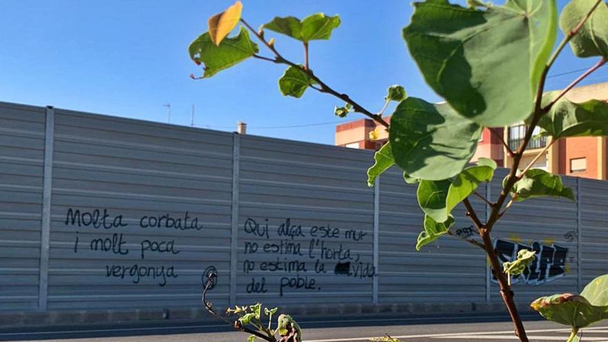 La Concejalía de Pueblos quitará la valla de  Benifaraig pese a lo que diga diputación