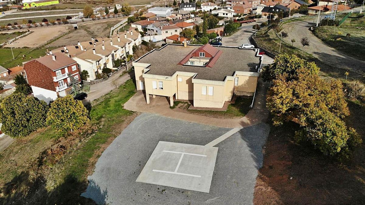 Zona habilitada para el helipuerto, al lado del centro de salud de Alcañices.   Ch. S.