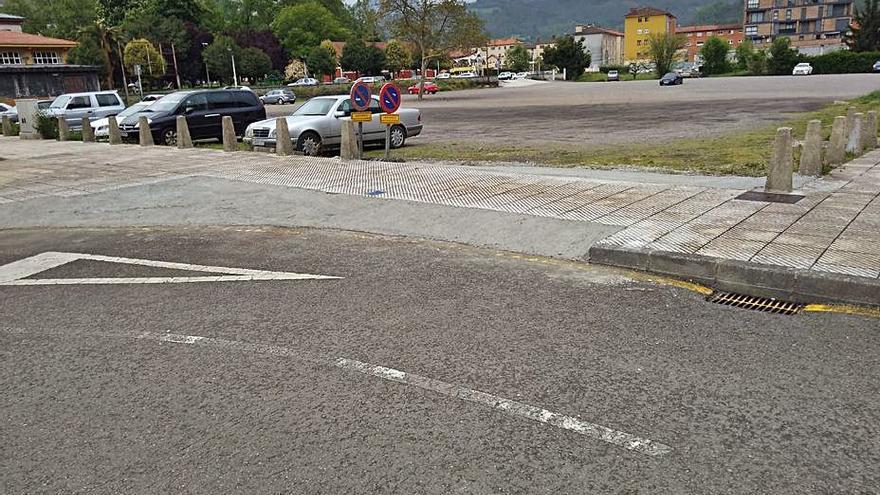 Laviana habilita otro acceso al parking provisional por Arturo León