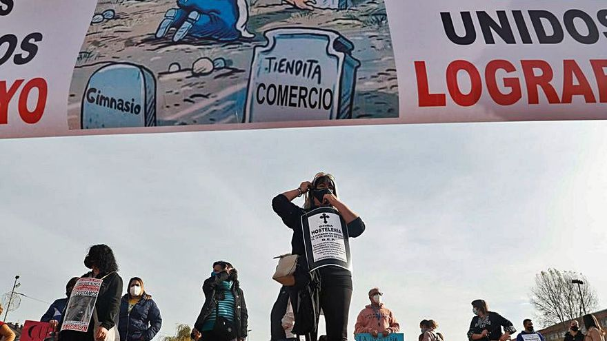 """""""Que nos dejen trabajar"""", claman los hosteleros en una manifestación en Las Vegas"""