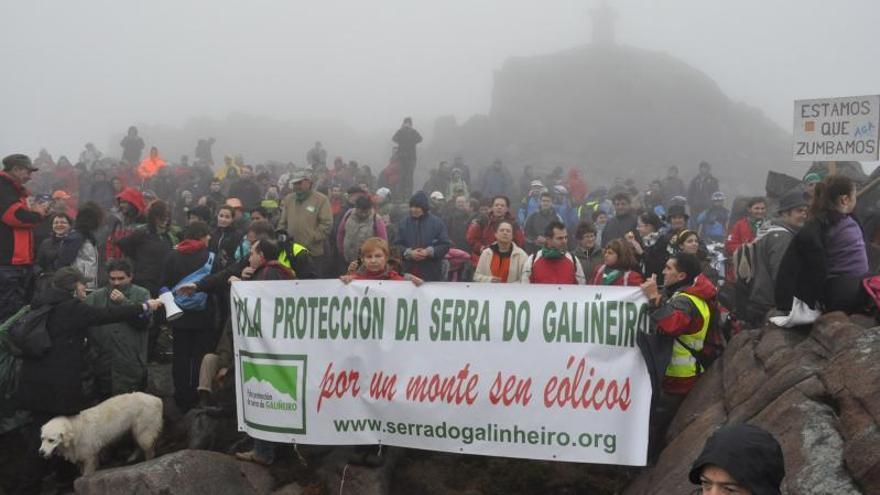 Vecinos, asociaciones ecologistas y concellos ganan la batalla contra el parque eólico de Serra do Galiñeiro