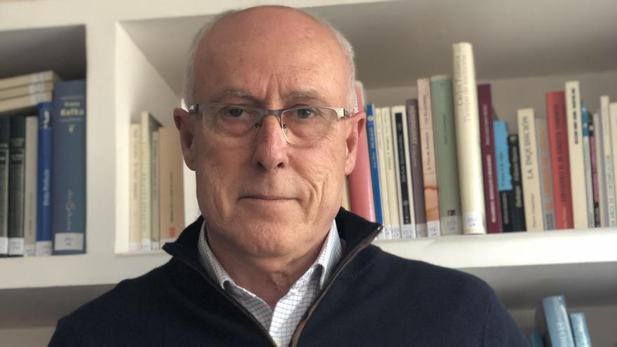 Josep Antoni Ruiz Salvador presentará este jueves en la Biblioteca Municipal de la Vall su primera novela, 'La suerte del presidente'.