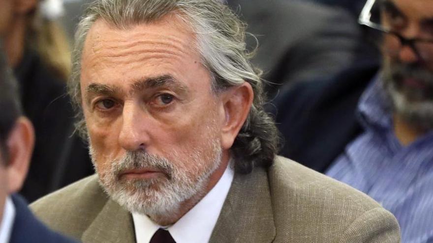 Correa asiste al volcado de datos del teléfono que le incautaron en prisión