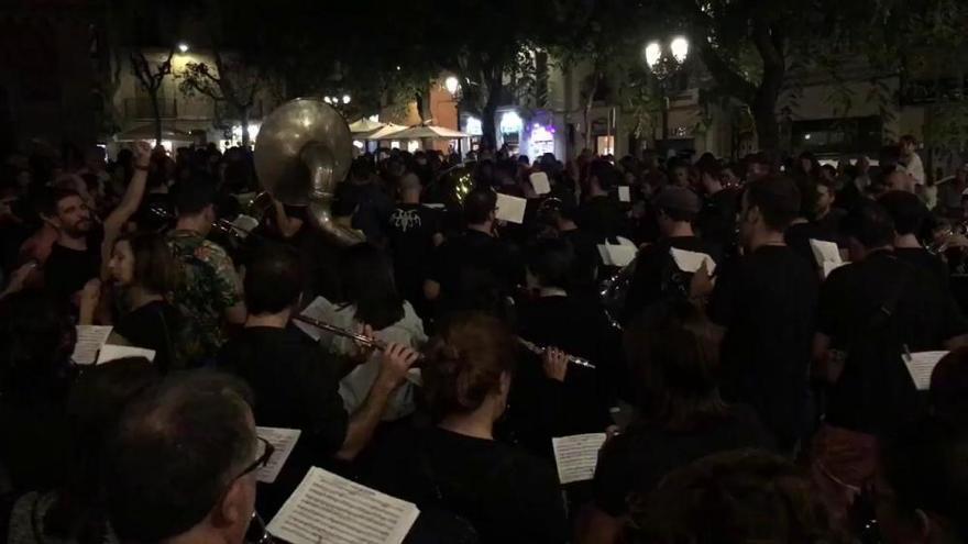 Los 'Moros i Cristians', la 'Muixeranga' y la paella conquistan Barcelona