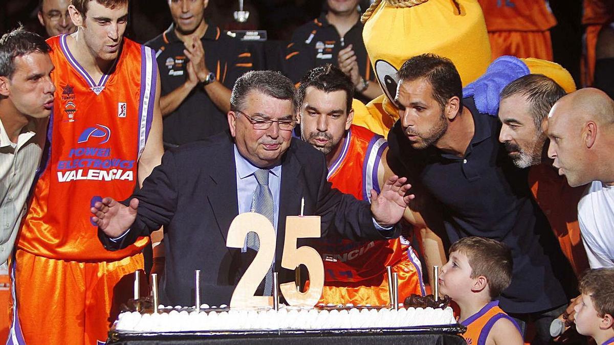 Vukovic, en la presentación del equipo en 2010, la del 25 aniversario.   J.M. LÓPEZ