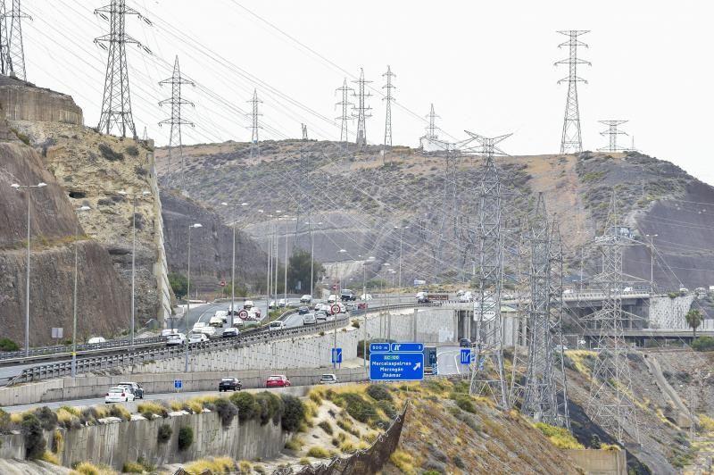 Factura de electricidad: tendidos eléctricos que en la circunvalación