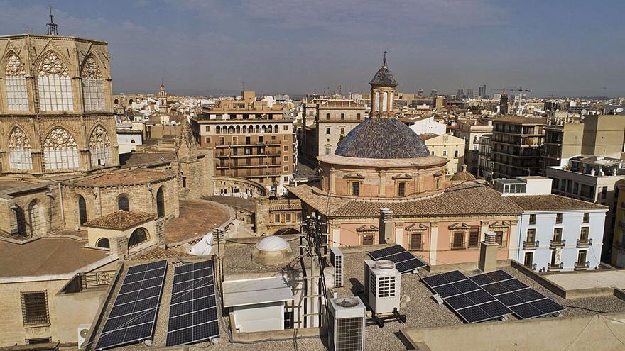 Prevén la creación de cien comunidades energéticas de barrio con paneles solares