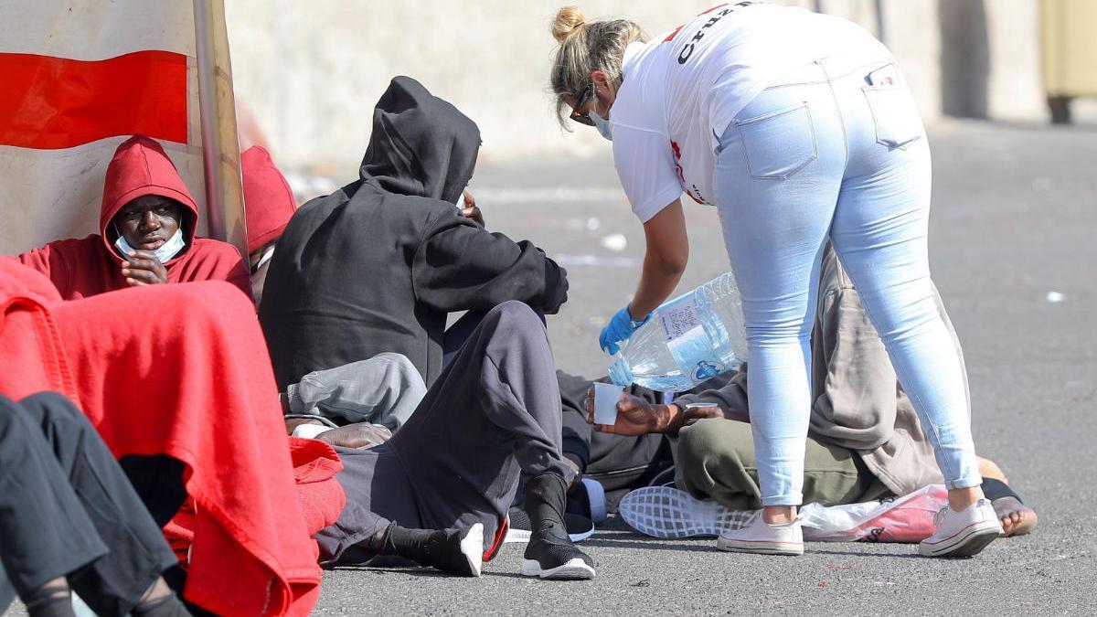 Habilitan una nave en La Luz para los migrantes llegados a Gran Canaria