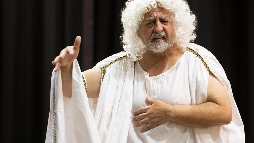 El presidente de la Diputación de Castellón se mete en la piel de Platón