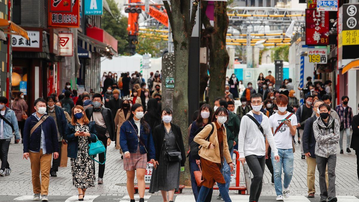 Personas con mascarilla en Tokio.