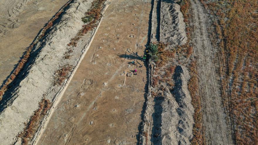 Descubren la estructura de un barracón de 60 metros en el campo de concentración de Albatera