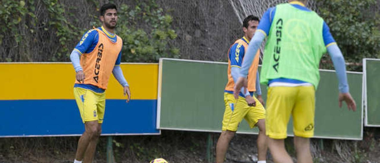 El zaguero Aythami Artiles, ayer, durante la sesión en Barranco Seco.