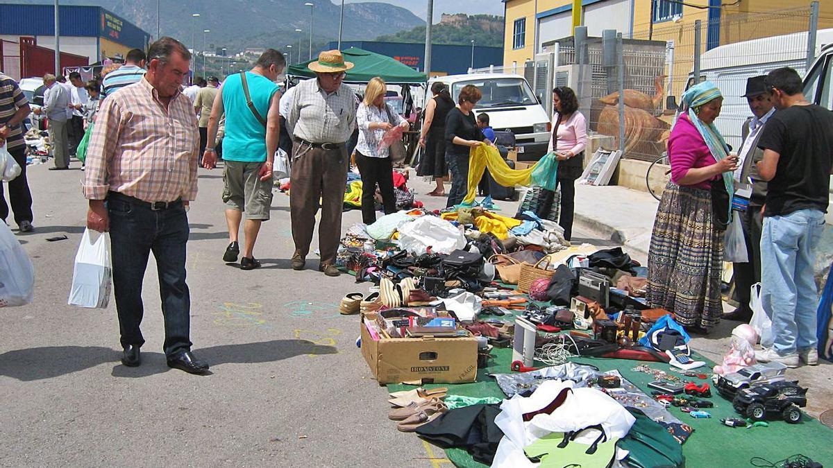 El rastro de Corbera ha movido históricamente miles de personas cada domingo. | LEVANTE-EMV