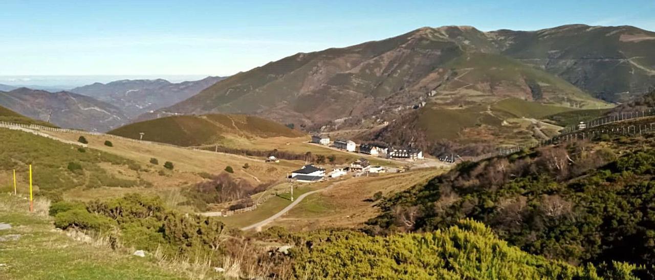 La estación invernal de Valgrande-Pajares, hace unos días, sin nieve.