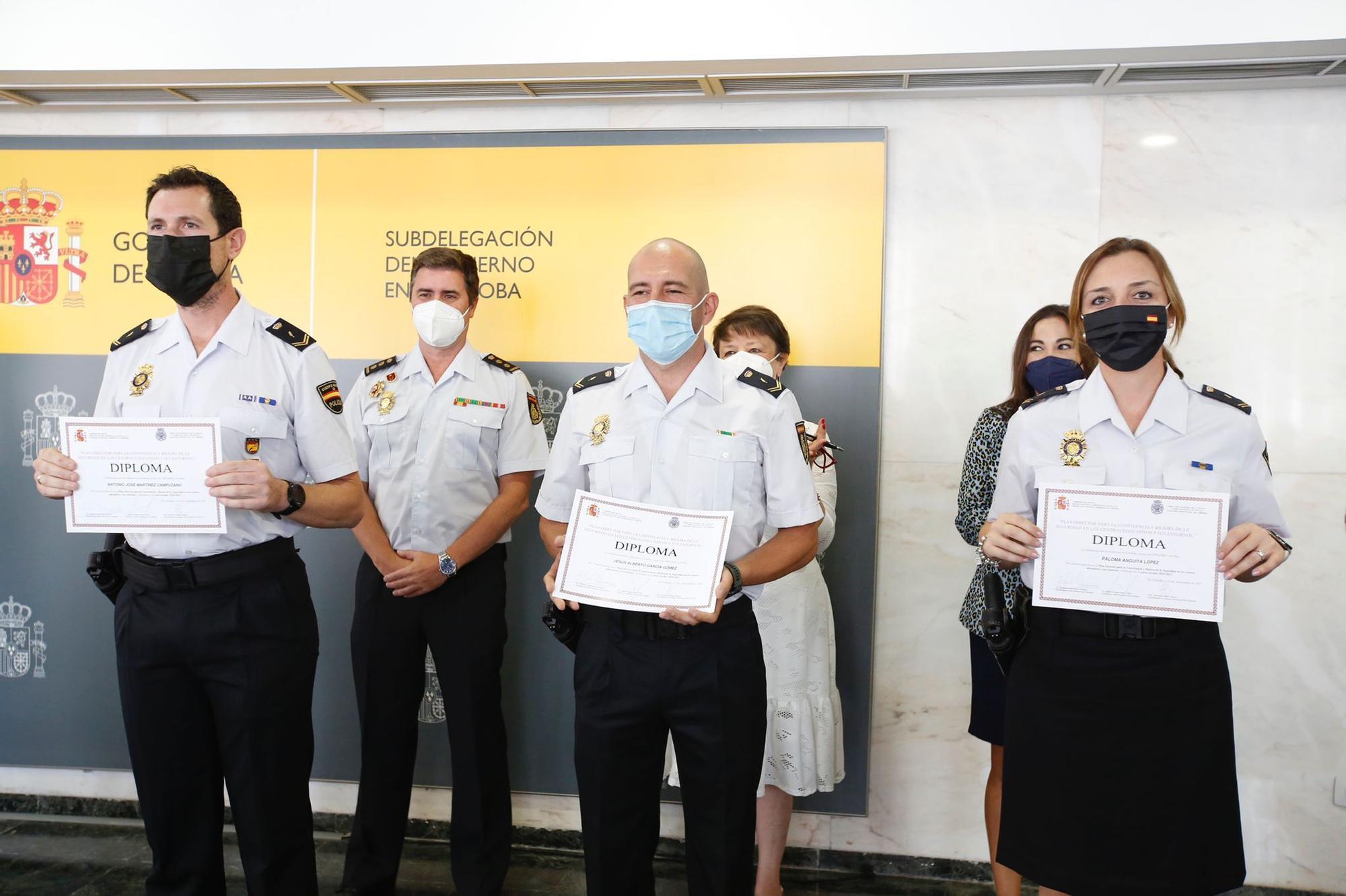 Entrega de diplomas en reconocimiento a la labor de las Fuerzas y Cuerpos de Seguridad del Estado