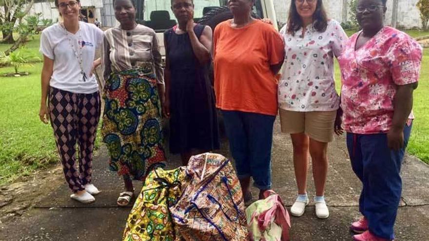 """La gijonesa que cuida a las """"brujas"""" de Liberia"""