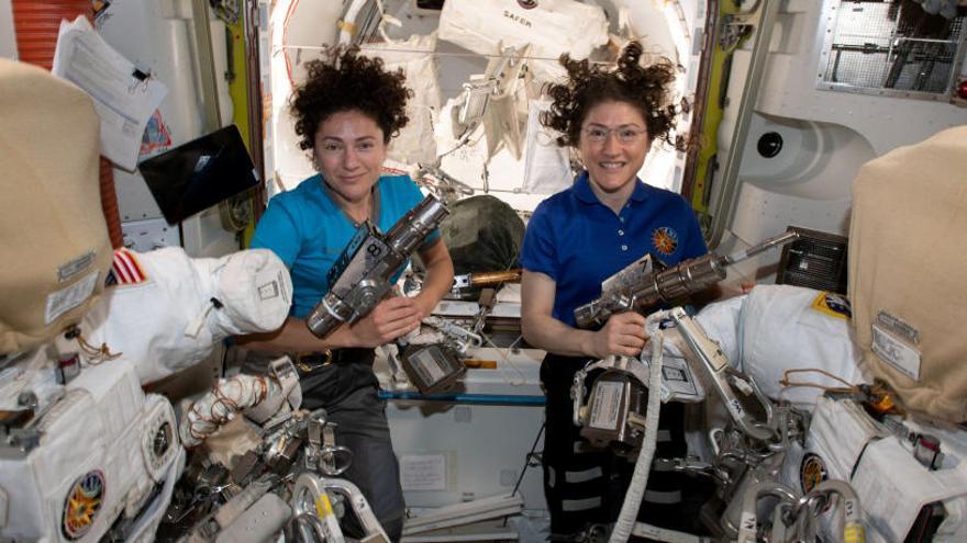 Primer paseo espacial totalmente femenino