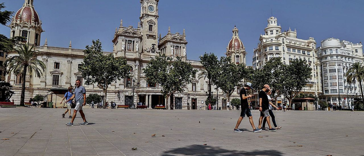 La plaza del Ayuntamiento es una de las inversiones pendientes para 2022, con su concurso de ideas. | FERNANDO BUSTAMANTE