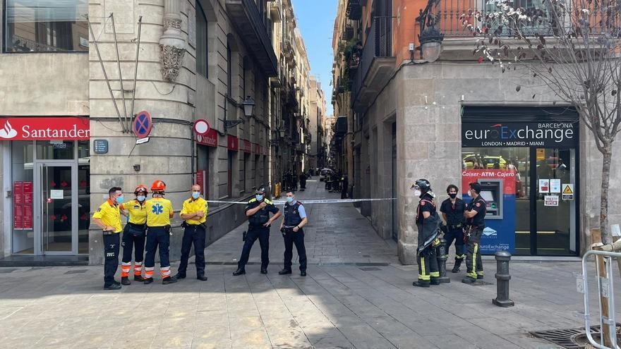 Desallotgen un hotel proper a La Rambla de Barcelona després d'una explosió