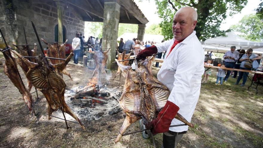 Loimil reúne a 350 comensales en su XVII Festa do Año ó Espeto