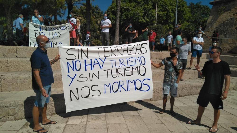 Empresarios y trabajadores exigen la reapertura de los locales de ocio nocturno
