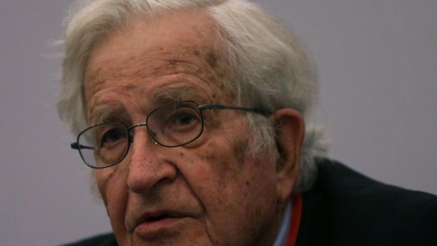 """Chomsky: """"Estamos ante otro fallo masivo y colosal del capitalismo neoliberal"""""""