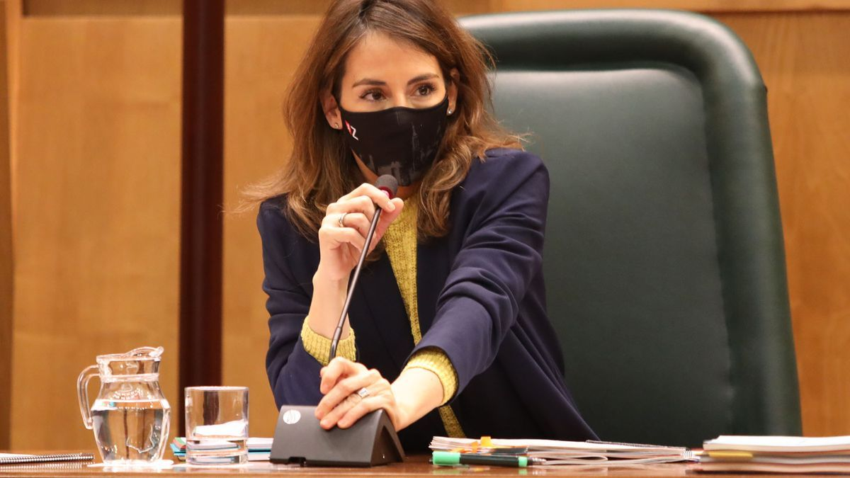 La concejala de Hacienda, María Navarro, durante una comisión.