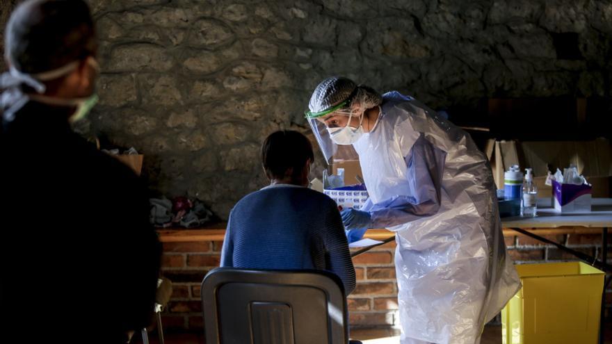 Asturias registra 25 fallecidos, uno de 46 años, en una jornada con menos contagios