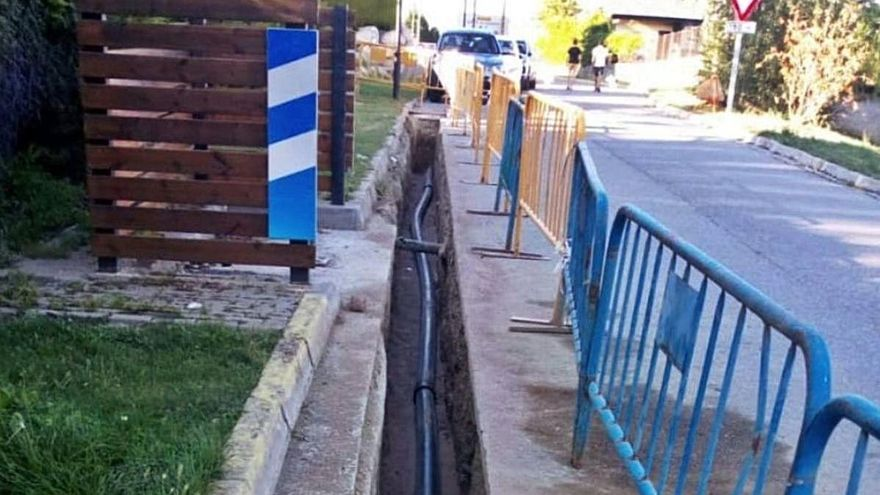 Guils porta l'aigua a les cases que encara la tenien de pou