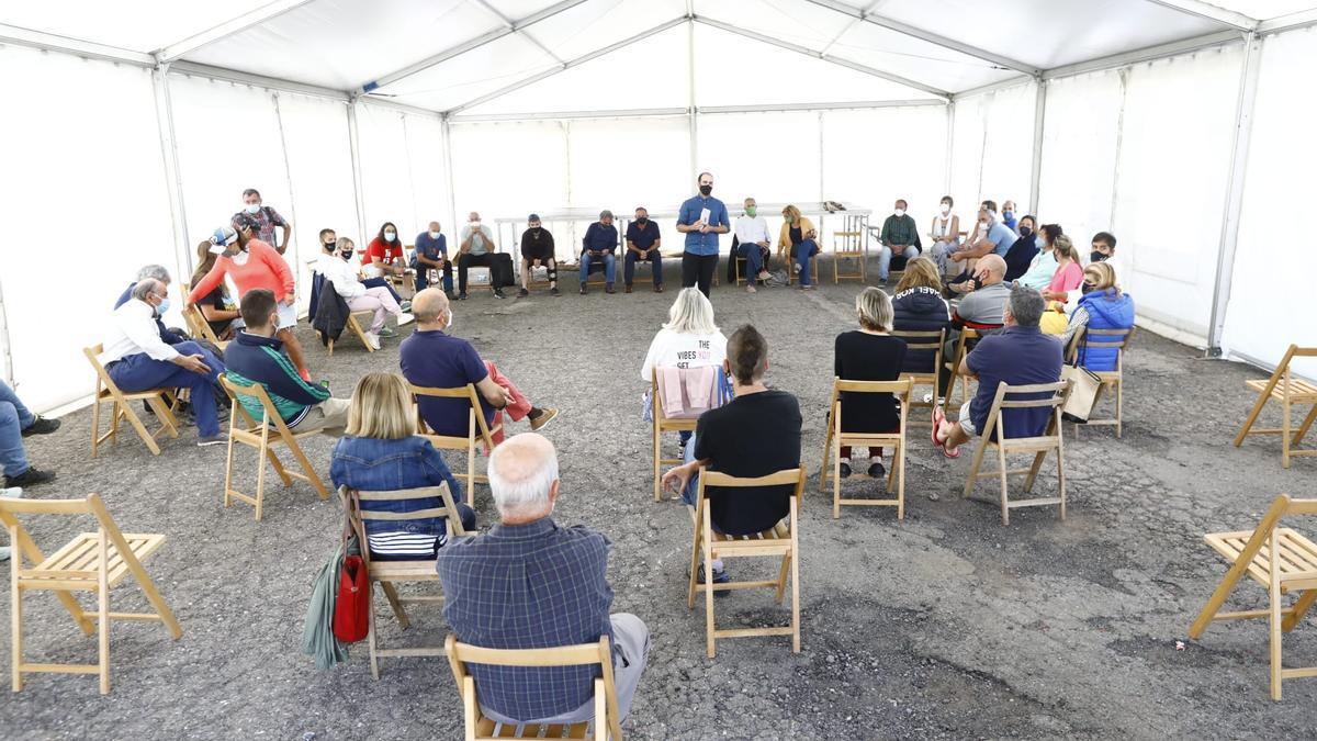 Comienza la reunión de afectados por el cierre de la estación de esquí de Candanchú
