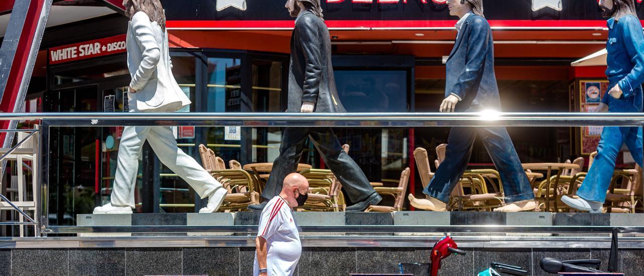 La llegada de turistas británicos a Benidorm ha sido residual debido a las restricciones a la movilidad y a la cuarentena que impuso Reino Unido para los que viajaran a España.