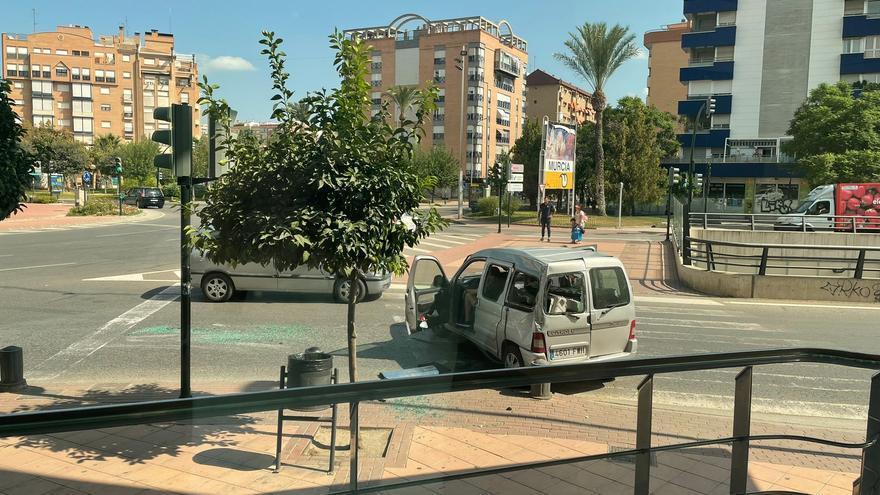 Evacuada una mujer tras un accidente de tráfico a la salida de Murcia