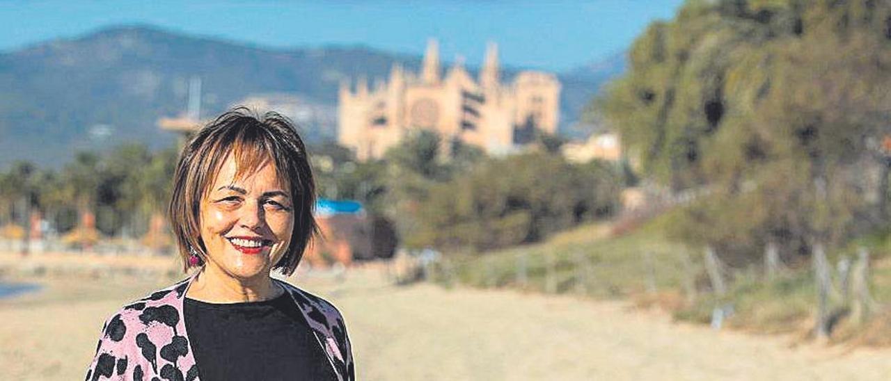 María José Román, ayer, en la playa de Can Pere Antoni.