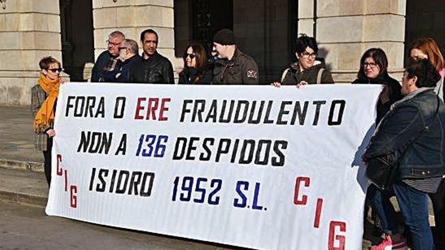 """La plantilla de Isidro 1952 urge soluciones a los impagos: """"No tenemos ni para gasolina"""""""