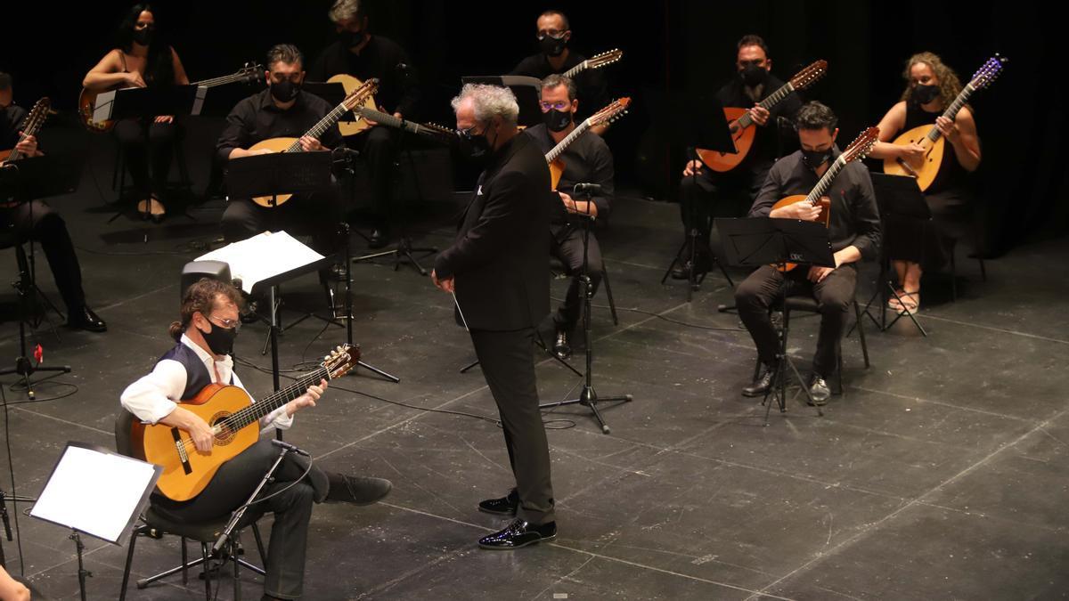 Quinta jornada del Festival de la Guitarra: Mariza, José Antonio Rodríguez y Paco Serrano con la Orquesta de Plectro