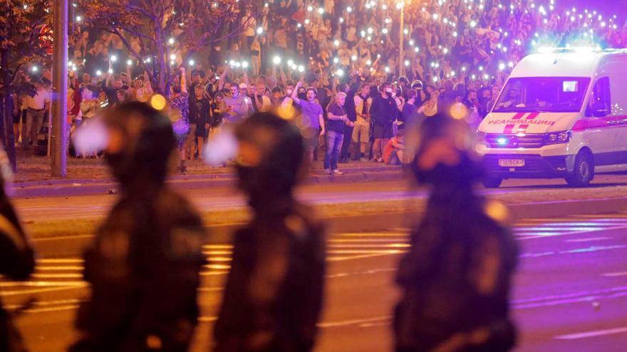 Al menos 2.000 detenidos por disturbios en Minsk