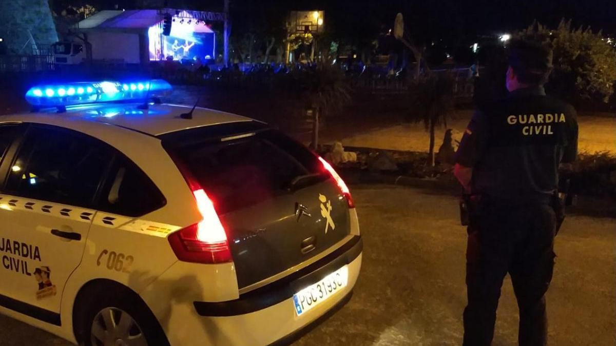 La Guardia Civil en el entorno de Baiona en el que ocurrió la pelea multitudinaria. // G.C.