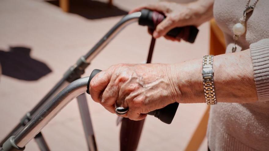 Mujer dependiente, con más de 85 años, perfil del usuario de ayuda a domicilio en Siero