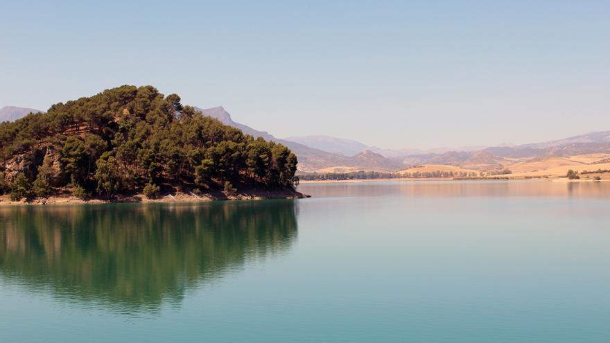 Una ruta por diez piscinas naturales de Málaga