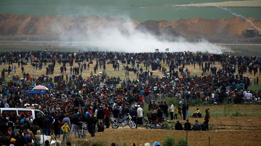 Al menos 16 palestinos muertos en choques con soldados israelíes en Gaza