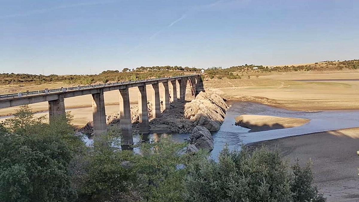 Estado del embalse en el puente de la Estrella, de la N-631. | Club de vela