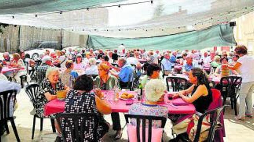 La Llacuna homenatja les persones nascudes entre els anys 1930 i 1932 durant la Festa de la Gent Gran Activa
