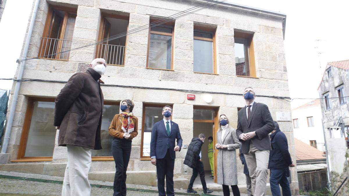 Visita del presidente de la Xunta a las obras del albergue de Vigo, en febrero. // R.Grobas